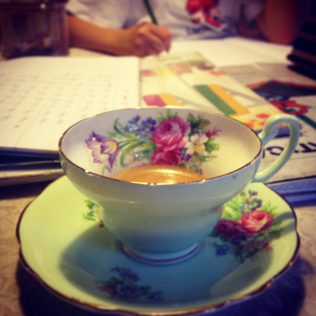 Homework... and coffee talking on the phone whit a Dearest Friend: thanks for the laughs !!