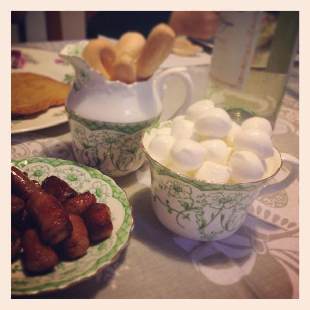 Dinner in tea set pieces